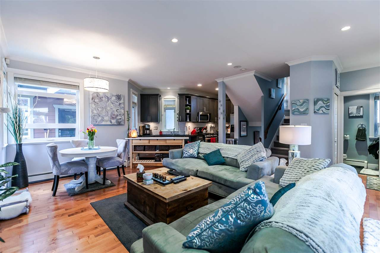 Photo 5: 225 E 17TH STREET in North Vancouver: Central Lonsdale Townhouse for sale : MLS® # R2156130