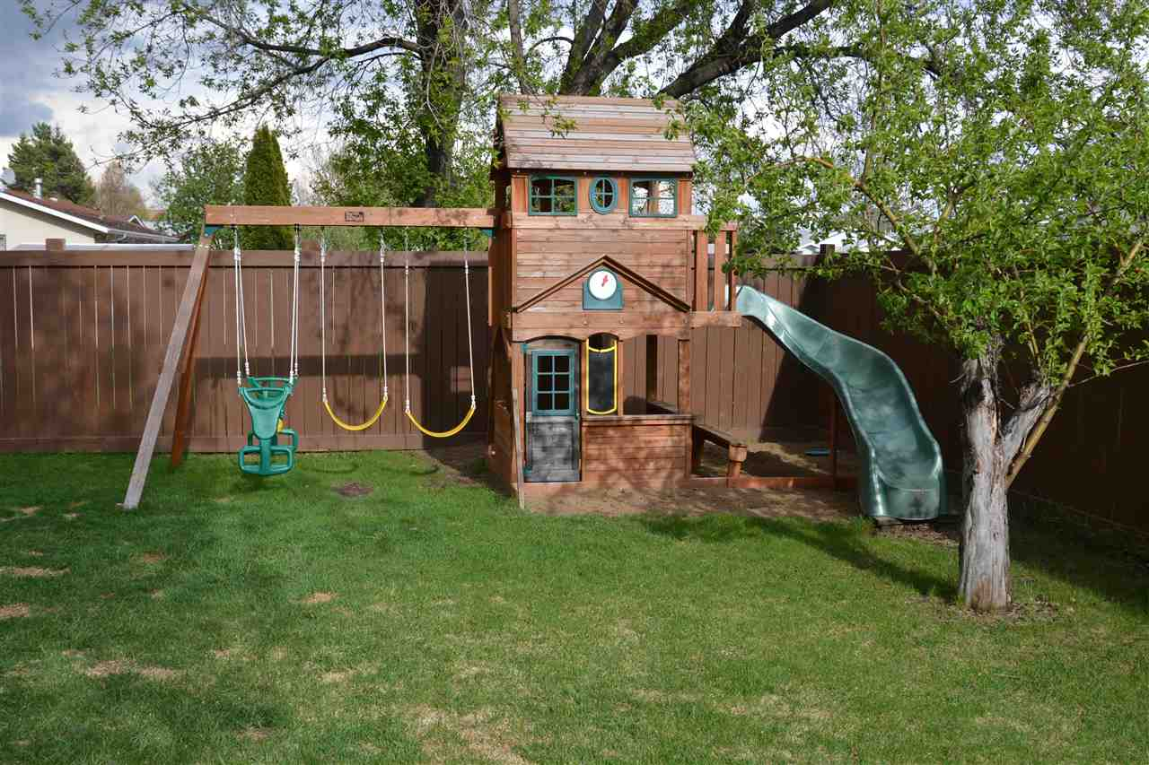 Play set is included