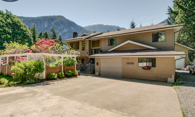 Main Photo: 40065 PLATEAU Drive in Squamish: Plateau House for sale : MLS®# R2172068