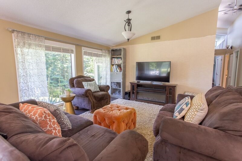"Photo 2: 8565 GRAND VIEW Drive in Chilliwack: Chilliwack Mountain House for sale in ""Chilliwack Mountain"" : MLS® # R2179766"