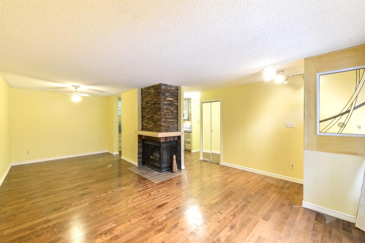 Main Photo: 146 SURREY Gardens in Edmonton: Zone 20 Carriage for sale : MLS® # E4078366