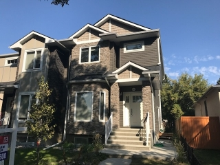 Main Photo: 8835 90 Street in Edmonton: Zone 18 House Half Duplex for sale : MLS® # E4081287