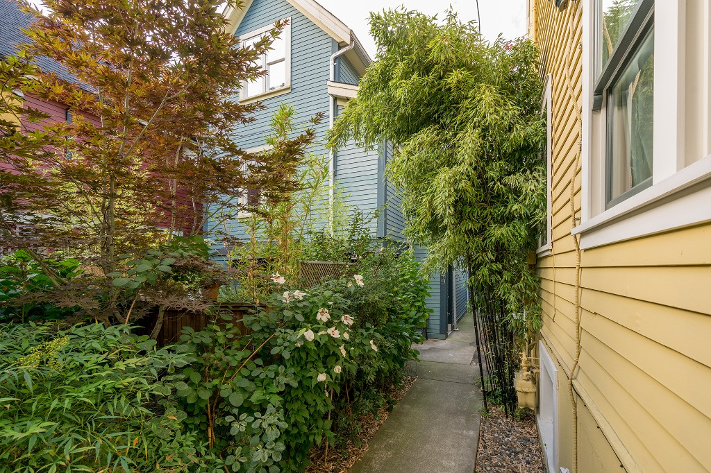 Photo 22: Photos: 849 KEEFER STREET in Vancouver: Mount Pleasant VE Townhouse for sale (Vancouver East)  : MLS®# R2204383
