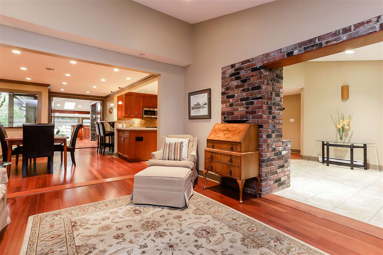 Photo 3: Photos: 3503 FROMME Road in North Vancouver: Lynn Valley House for sale : MLS®# R2228821