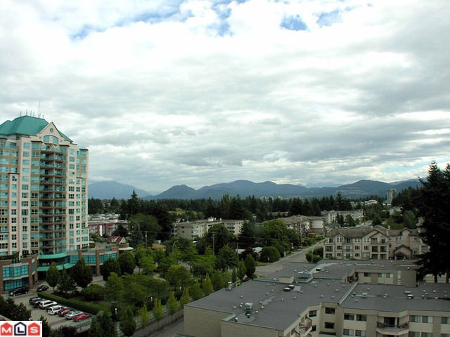 "Photo 7: 31955 OLD YALE RD in Abbotsford: Abbotsford West Condo  in ""Evergreen village"""