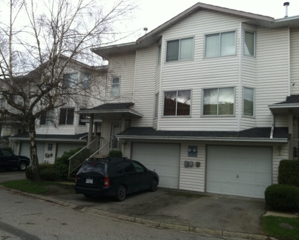 "Main Photo: 2 5904 vedder Road in Chilliwack: Townhouse for sale in ""Park View Place"" : MLS® # H1202750"