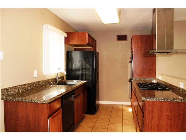 Photo 6: CHULA VISTA House for sale : 2 bedrooms : 1613 Marl Avenue