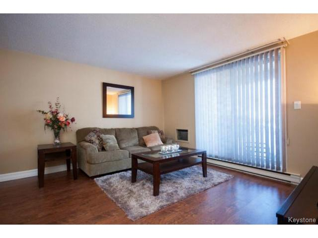 Photo 5: 476 Kenaston Boulevard in WINNIPEG: River Heights / Tuxedo / Linden Woods Condominium for sale (South Winnipeg)  : MLS® # 1403509