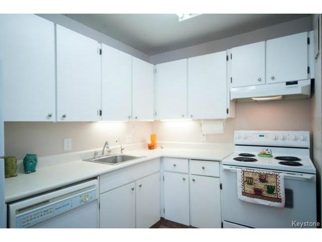 Photo 9: 476 Kenaston Boulevard in WINNIPEG: River Heights / Tuxedo / Linden Woods Condominium for sale (South Winnipeg)  : MLS® # 1403509