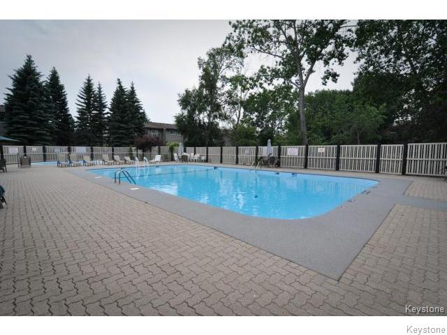 Photo 17: 476 Kenaston Boulevard in WINNIPEG: River Heights / Tuxedo / Linden Woods Condominium for sale (South Winnipeg)  : MLS® # 1403509