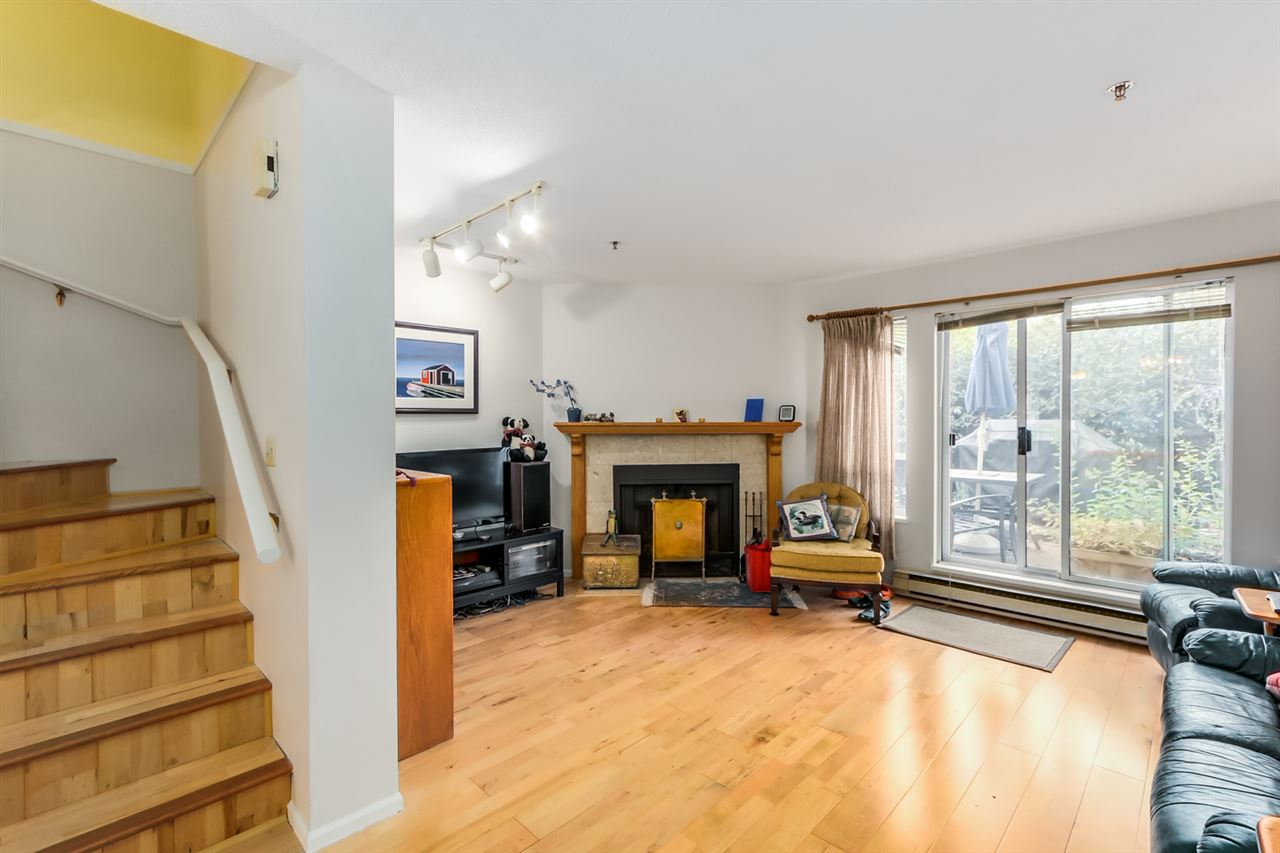 "Photo 5: 22 4321 SOPHIA Street in Vancouver: Main Townhouse for sale in ""WELTON COURT"" (Vancouver East)  : MLS® # R2000422"