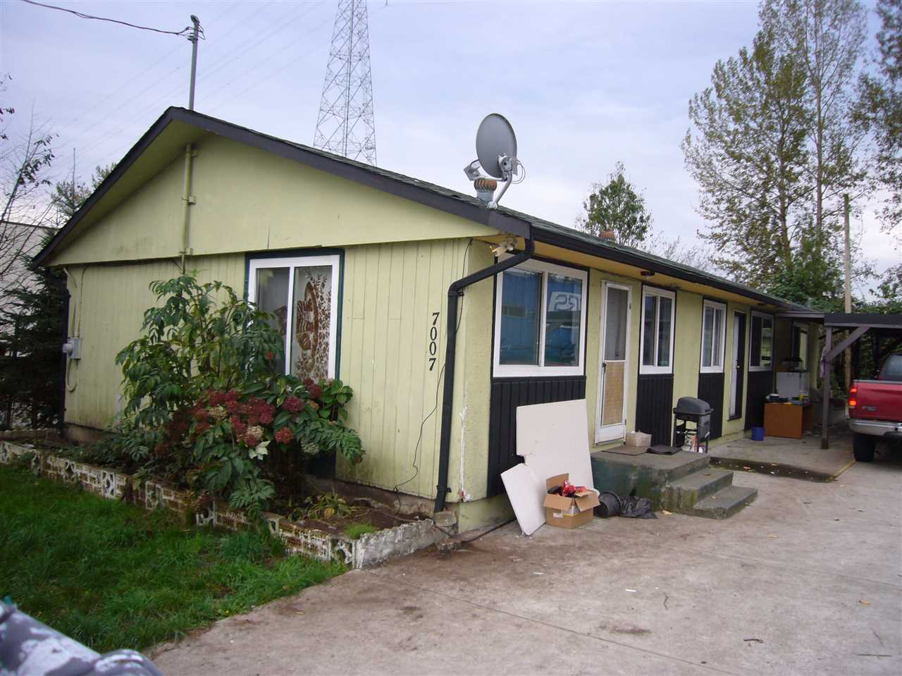 Main Photo: 7007 BRIDGE Street in Mission: Mission BC House for sale : MLS®# R2011429