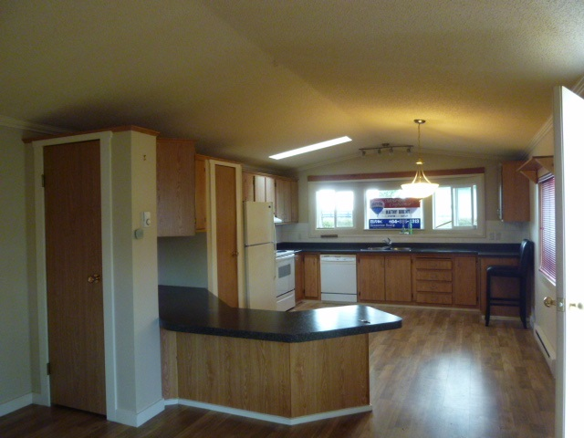 "Photo 3:  in Sechelt: Sechelt District Manufactured Home for sale in ""MASON ROAD MOBILE HOME PARK"" (Sunshine Coast)  : MLS(r) # R2033933"