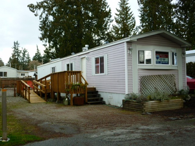 "Main Photo:  in Sechelt: Sechelt District Manufactured Home for sale in ""MASON ROAD MOBILE HOME PARK"" (Sunshine Coast)  : MLS(r) # R2033933"