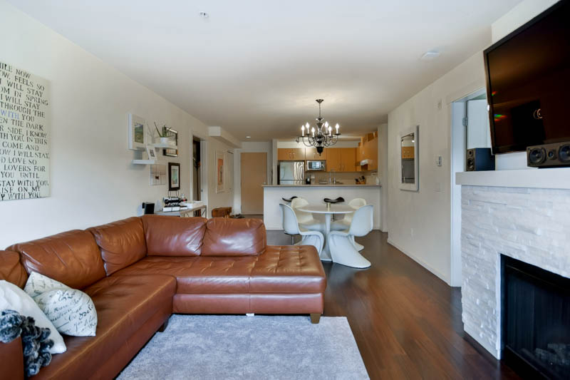 "Photo 34: 211 500 KLAHANIE Drive in Port Moody: Port Moody Centre Condo for sale in ""TIDES"" : MLS® # R2040671"