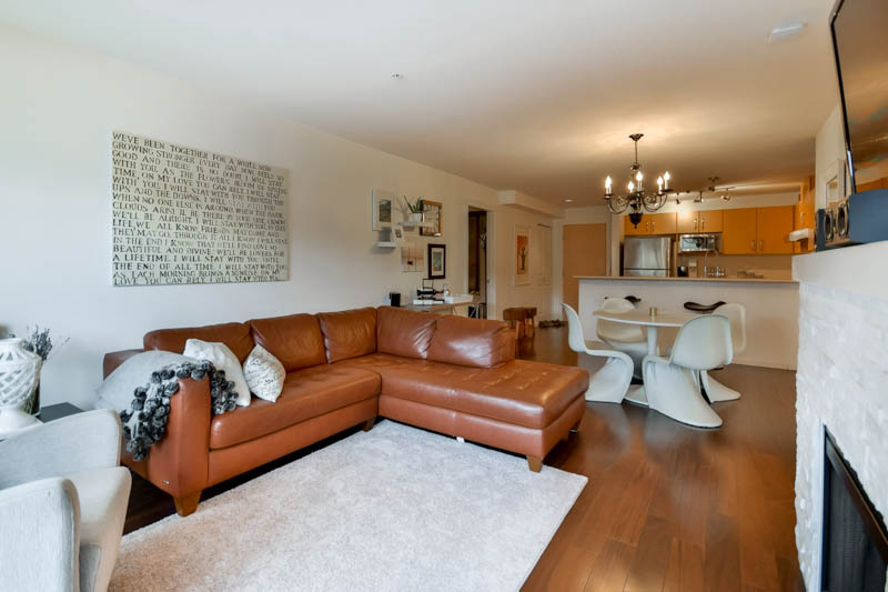 "Photo 33: 211 500 KLAHANIE Drive in Port Moody: Port Moody Centre Condo for sale in ""TIDES"" : MLS® # R2040671"