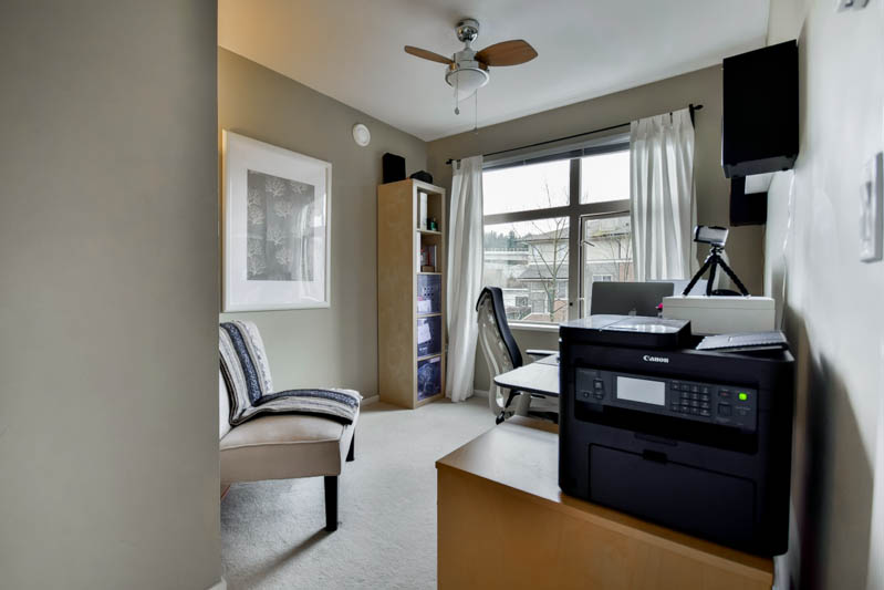 "Photo 13: 211 500 KLAHANIE Drive in Port Moody: Port Moody Centre Condo for sale in ""TIDES"" : MLS® # R2040671"