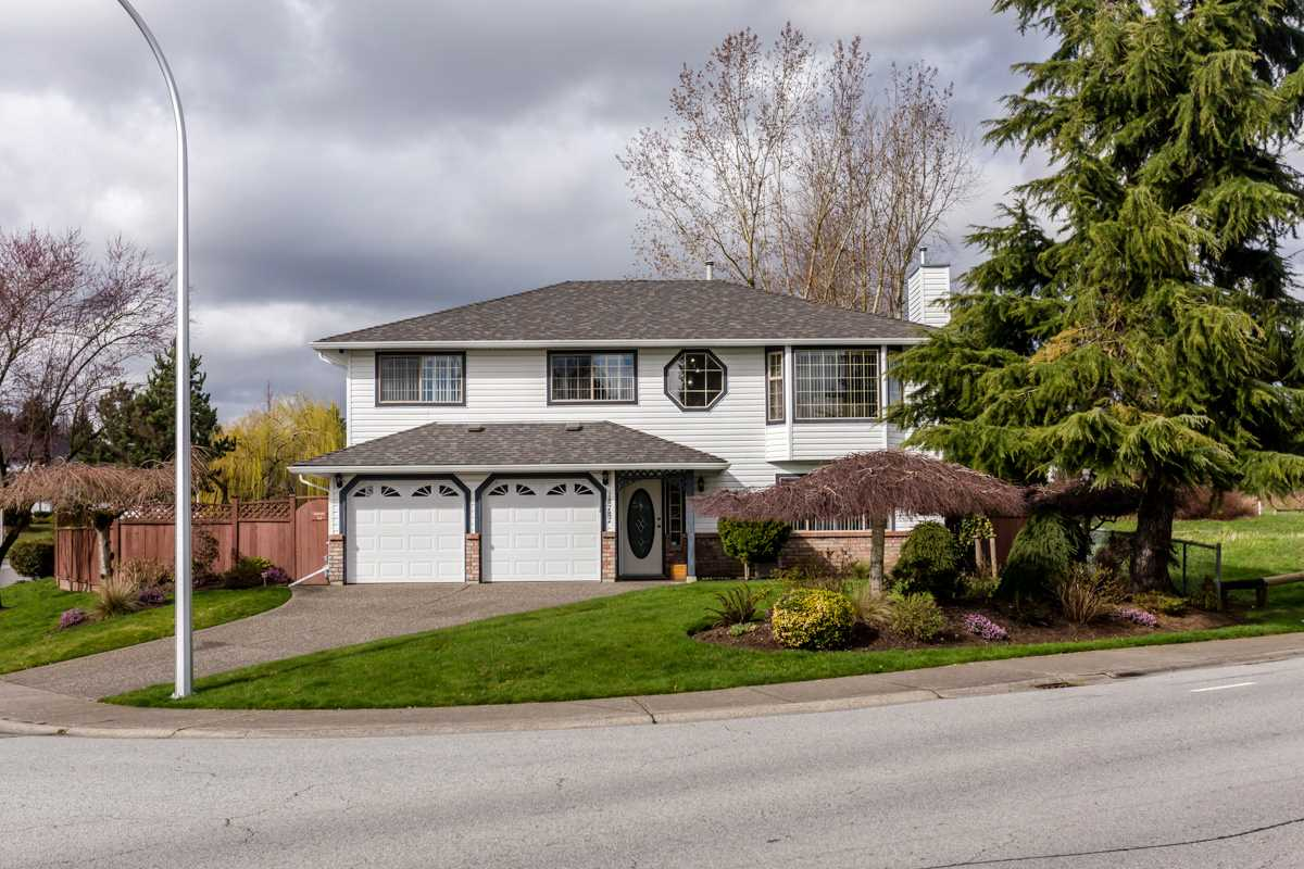 Main Photo: 18787 56B Avenue in Surrey: Cloverdale BC House for sale (Cloverdale)  : MLS(r) # R2041137