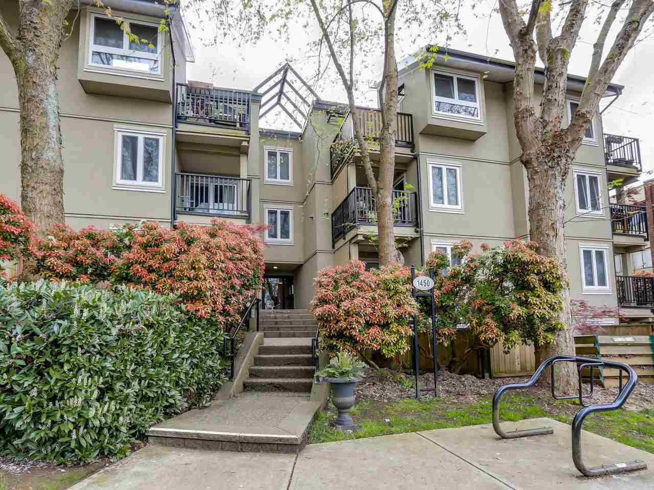 "Main Photo: 210 1450 E 7TH Avenue in Vancouver: Grandview VE Condo for sale in ""RIDGEWAY PLACE"" (Vancouver East)  : MLS® # R2056295"