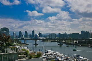 "Main Photo: 905 1328 MARINASIDE Crescent in Vancouver: Yaletown Condo for sale in ""THE CONCORD"" (Vancouver West)  : MLS® # R2134660"