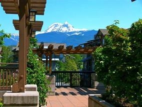 "Photo 3: 102 1174 WINGTIP Place in Squamish: Downtown SQ Condo for sale in ""TALON AT EAGLEWIND (CARRIAGE HOME)"" : MLS® # R2139321"