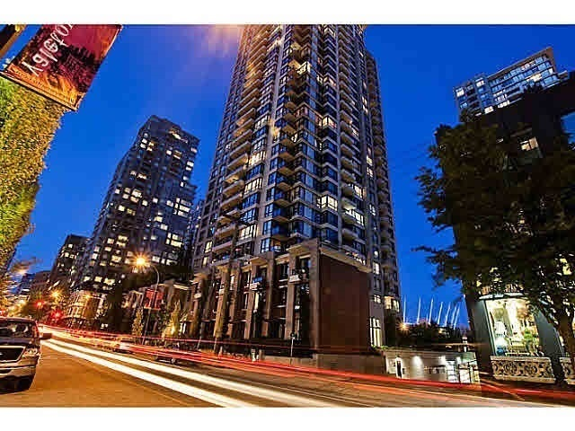 "Main Photo: 2502 928 HOMER Street in Vancouver: Yaletown Condo for sale in ""YALETOWN PARK"" (Vancouver West)  : MLS® # R2168012"