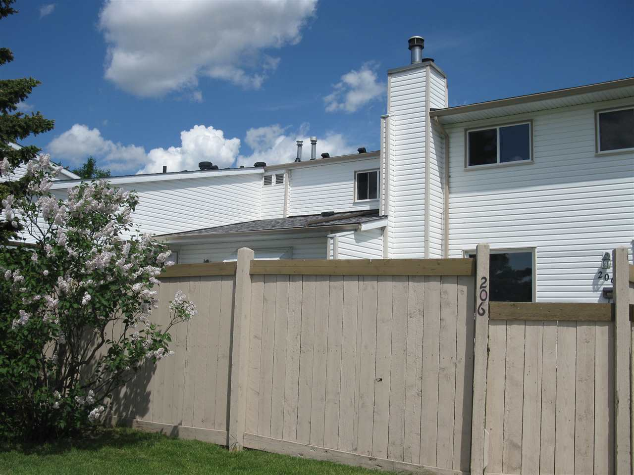 Main Photo:  in Edmonton: Zone 20 Townhouse for sale : MLS(r) # E4067343