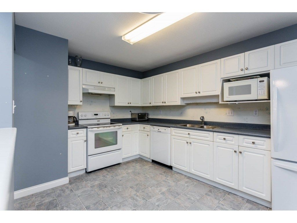 "Photo 3: Photos: 305 32044 OLD YALE Road in Abbotsford: Abbotsford West Condo for sale in ""Green Gables"" : MLS® # R2211381"
