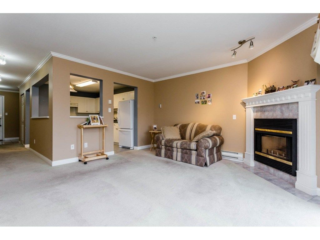 "Photo 5: Photos: 305 32044 OLD YALE Road in Abbotsford: Abbotsford West Condo for sale in ""Green Gables"" : MLS® # R2211381"