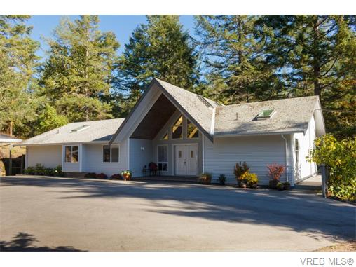 Main Photo: 2946 Munn Road in VICTORIA: Hi Eastern Highlands Single Family Detached for sale (Highlands)  : MLS® # 371213