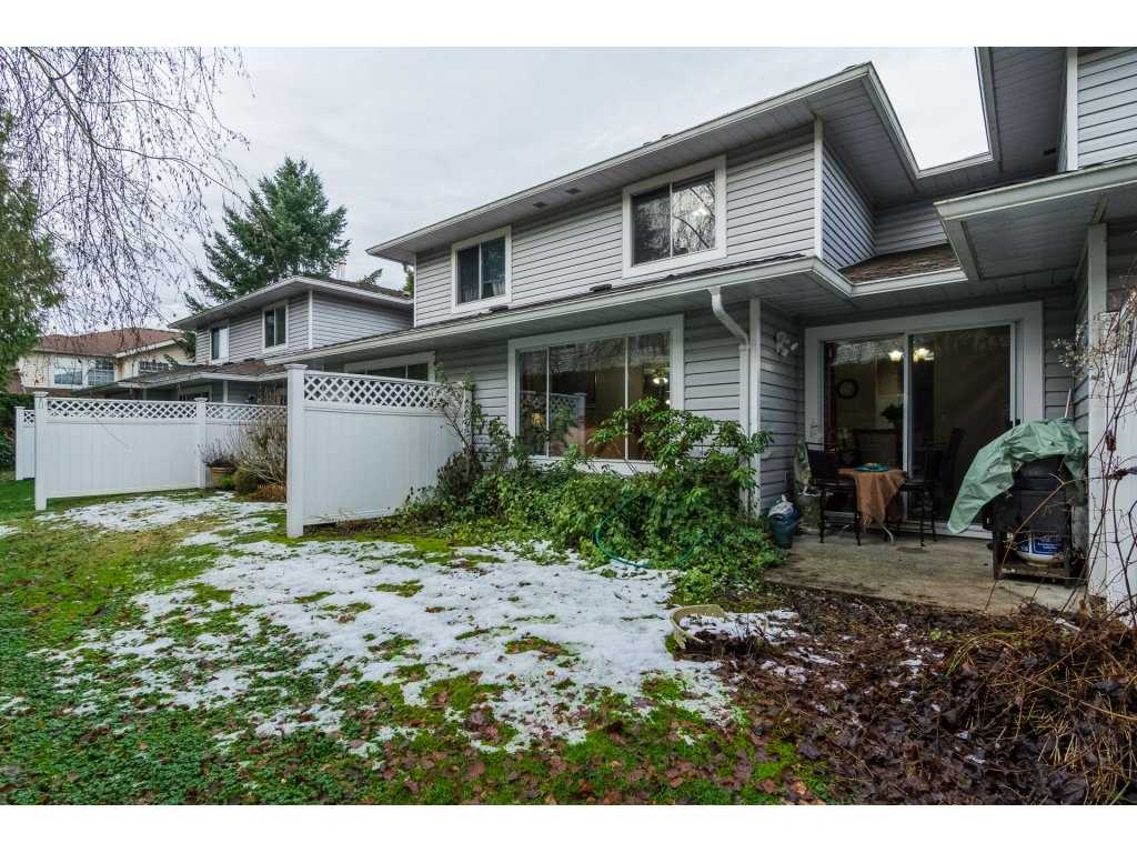 "Photo 2: Photos: 109 9177 154 Street in Surrey: Fleetwood Tynehead Townhouse for sale in ""Chantilly Lane"" : MLS® # R2229404"
