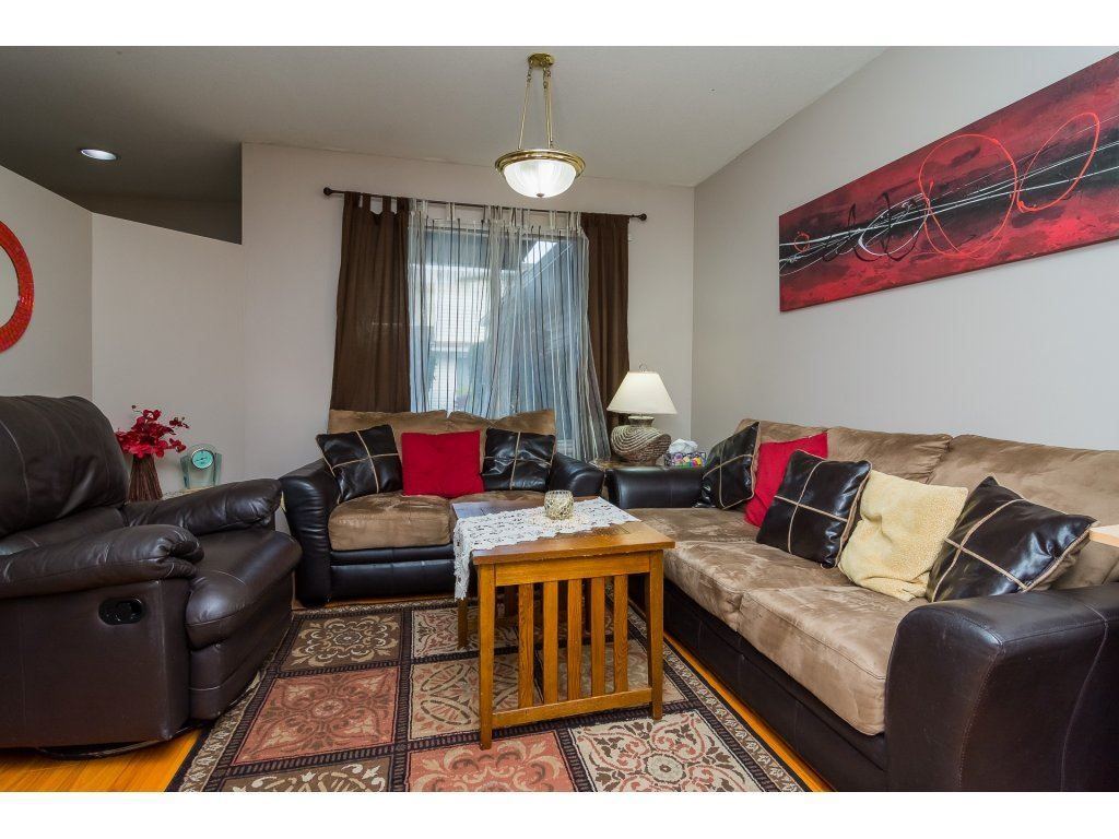 "Photo 11: Photos: 109 9177 154 Street in Surrey: Fleetwood Tynehead Townhouse for sale in ""Chantilly Lane"" : MLS® # R2229404"