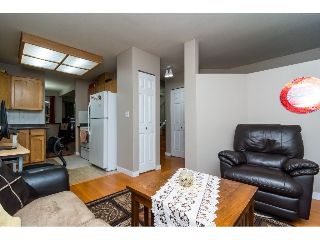 "Photo 12: Photos: 109 9177 154 Street in Surrey: Fleetwood Tynehead Townhouse for sale in ""Chantilly Lane"" : MLS® # R2229404"