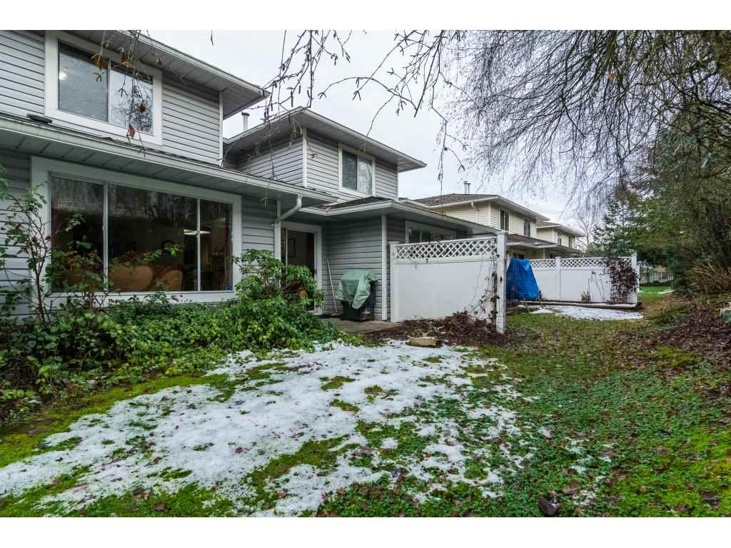 "Photo 19: Photos: 109 9177 154 Street in Surrey: Fleetwood Tynehead Townhouse for sale in ""Chantilly Lane"" : MLS® # R2229404"