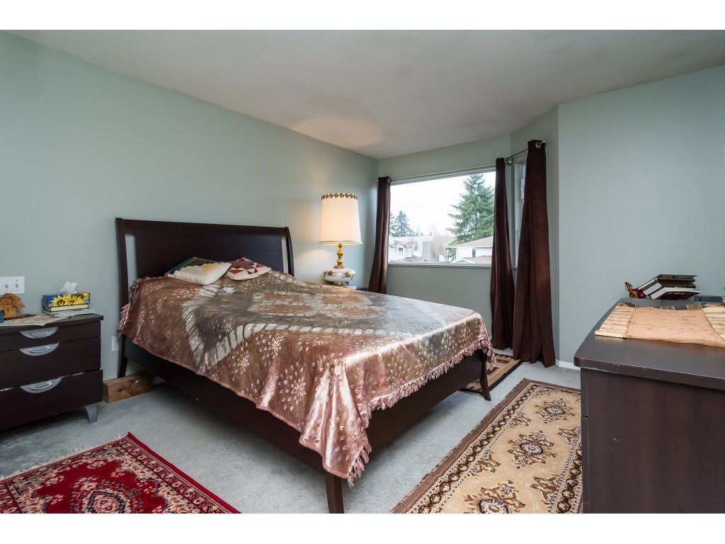 "Photo 14: Photos: 109 9177 154 Street in Surrey: Fleetwood Tynehead Townhouse for sale in ""Chantilly Lane"" : MLS® # R2229404"