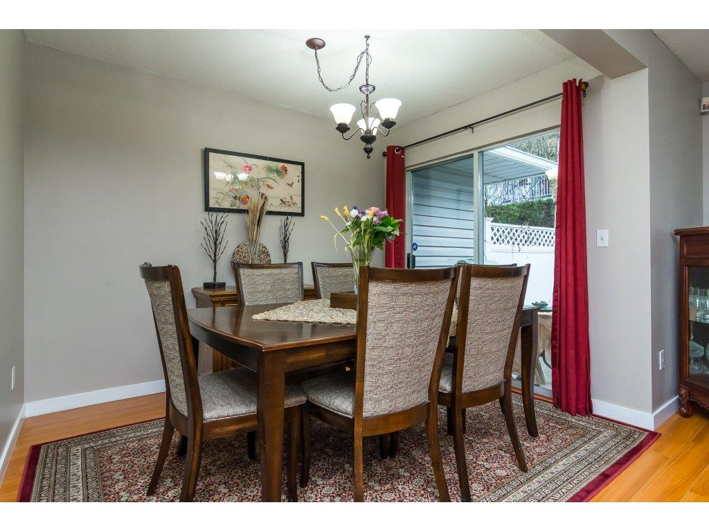 "Photo 6: Photos: 109 9177 154 Street in Surrey: Fleetwood Tynehead Townhouse for sale in ""Chantilly Lane"" : MLS® # R2229404"
