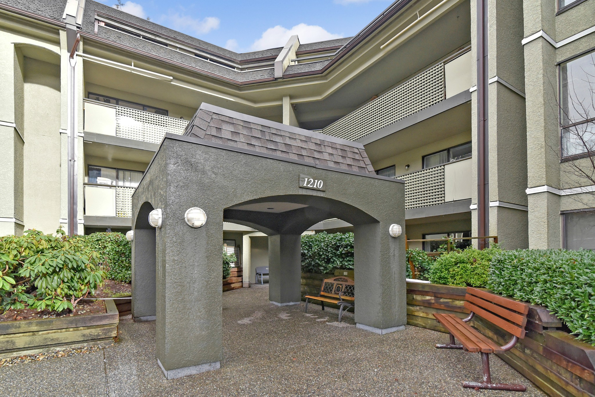 "Main Photo: 205 1210 PACIFIC Street in Coquitlam: North Coquitlam Condo for sale in ""Glenview Manor"" : MLS® # R2235055"