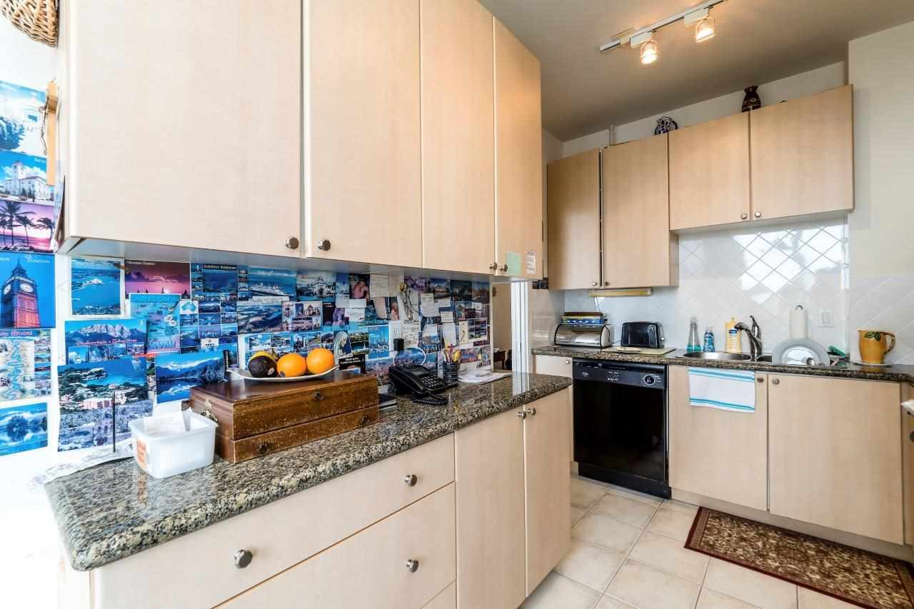 "Photo 6: Photos: 1004 160 E 13 Street in North Vancouver: Central Lonsdale Condo for sale in ""The Grande"" : MLS® # R2241390"