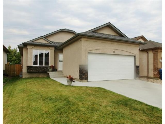 Photo 1: 71 Helen Mayba Crescent in Winnipeg: Transcona Residential for sale (North East Winnipeg)  : MLS(r) # 1219010