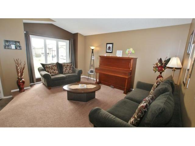 Photo 6: 71 Helen Mayba Crescent in Winnipeg: Transcona Residential for sale (North East Winnipeg)  : MLS(r) # 1219010
