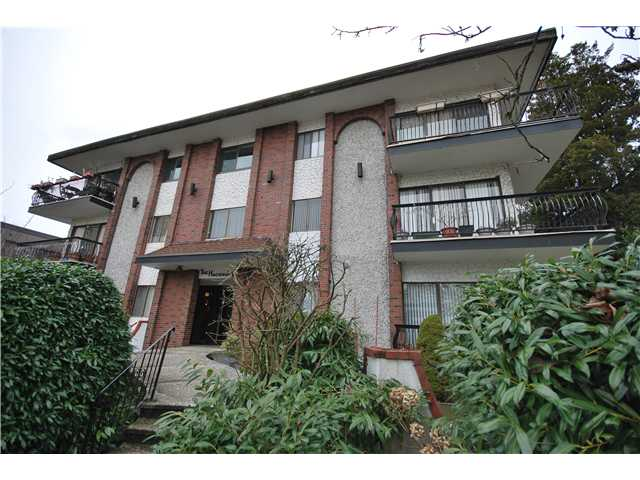 Main Photo: 306 214 E 15TH Street in North Vancouver: Central Lonsdale Condo for sale : MLS® # V994566