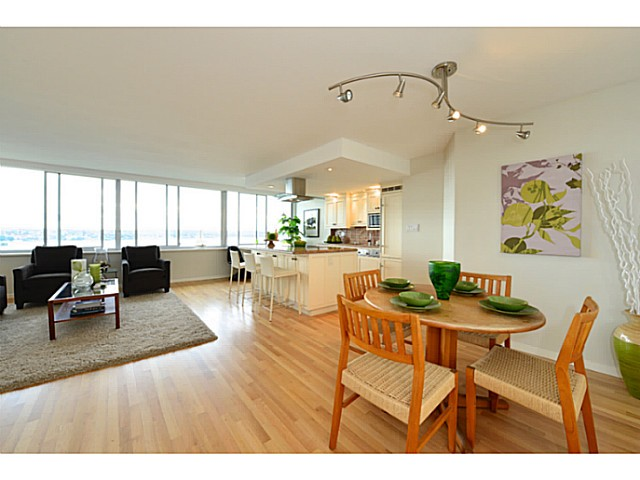 "Photo 3: 1503 1835 MORTON Avenue in Vancouver: West End VW Condo for sale in ""Ocean Towers"" (Vancouver West)  : MLS(r) # V1069708"