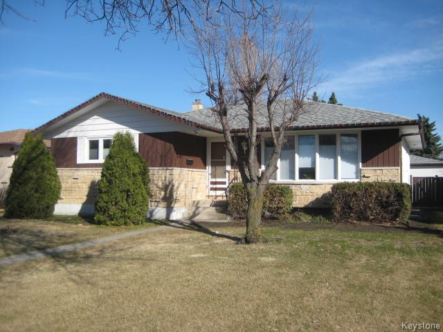 Main Photo: 75 Pinecrest Bay in Winnipeg: North Kildonan Residential for sale (North East Winnipeg)  : MLS(r) # 1609445