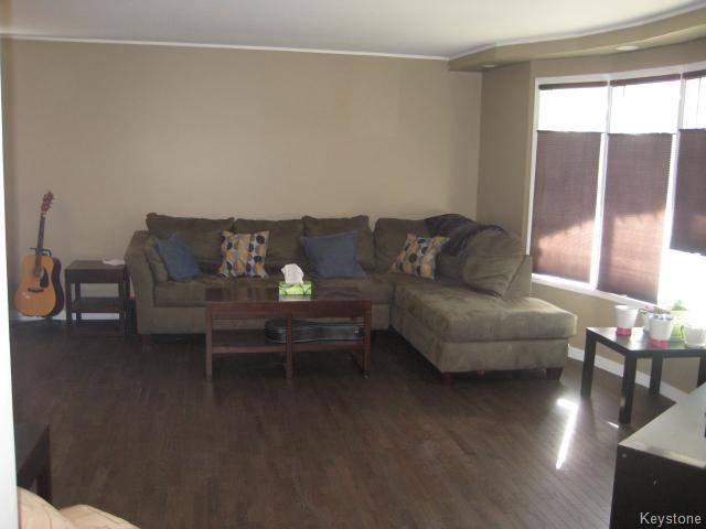 Photo 3: 75 Pinecrest Bay in Winnipeg: North Kildonan Residential for sale (North East Winnipeg)  : MLS(r) # 1609445
