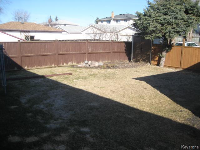 Photo 16: 75 Pinecrest Bay in Winnipeg: North Kildonan Residential for sale (North East Winnipeg)  : MLS(r) # 1609445