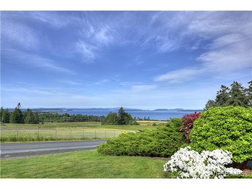 Main Photo: 2039 Lowe Road in NORTH SAANICH: NS Bazan Bay Single Family Detached for sale (North Saanich)  : MLS(r) # 365267