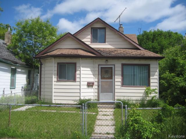 Main Photo: 631 Chalmers Avenue in Winnipeg: East Kildonan Residential for sale (North East Winnipeg)  : MLS® # 1614752