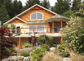 "Main Photo: 450 CENTRAL Avenue in Gibsons: Gibsons & Area House for sale in ""Granthams Landing"" (Sunshine Coast)  : MLS® # R2083036"