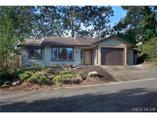 Main Photo: 4051 Knibbs Green in VICTORIA: SW Strawberry Vale Single Family Detached for sale (Saanich West)  : MLS® # 368463