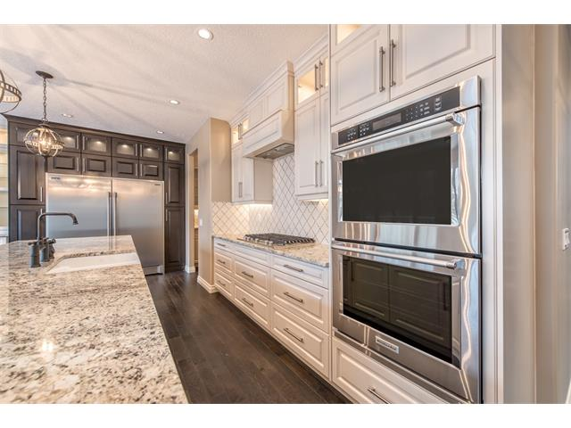Photo 4: 22 ROCK LAKE View NW in Calgary: Rocky Ridge House for sale : MLS® # C4090662